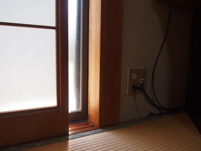 実家の和室に差し込む外の光