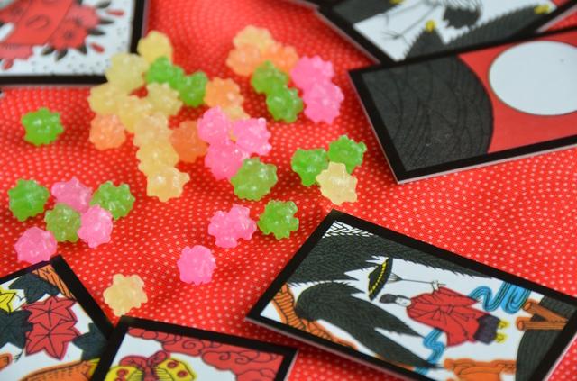 色彩あふれる花札のイメージ写真