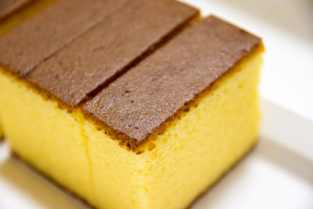 ポルトガルから日本に伝来した洋菓子であるカステラの美味しそうな写真