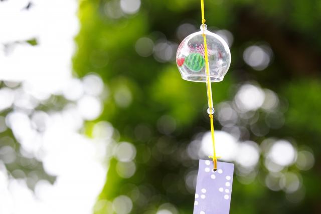 風に揺れるガラスの風鈴