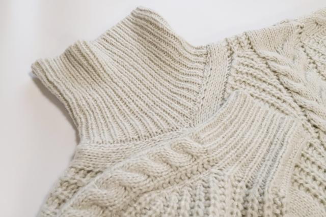 白のセーターニット