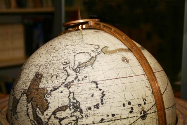 地球儀を見て