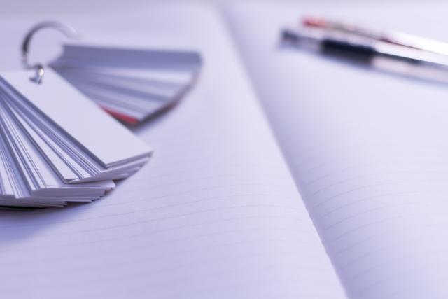 単語カードとノートとペン