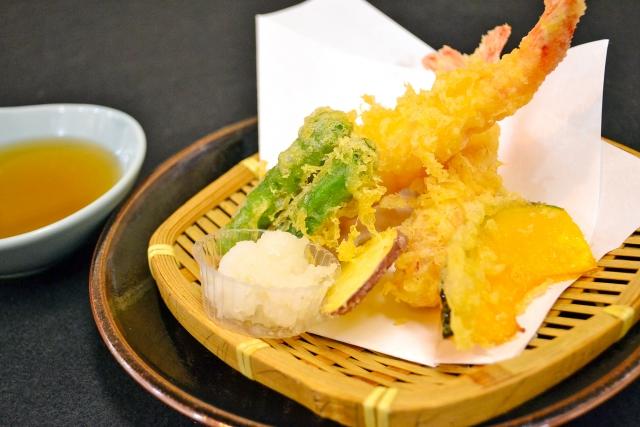 揚げたての天ぷら盛り合わせ